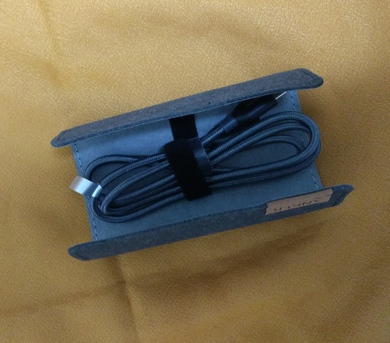 Anker PowerLine+ USB-C & USB-C 2.0 ケーブルはケースもついてくる